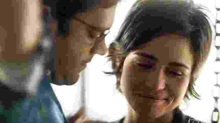 Ionan (Armando Babaioff ) e Maura (Nanda Costa) - Reprodução/TV Globo - Reprodução/TV Globo