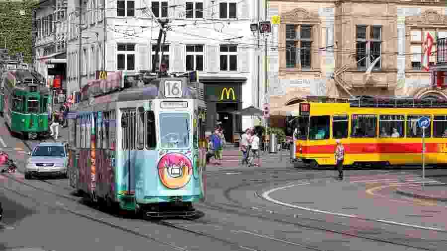 Bondes na cidade de Basileia, na Suíça - iStock