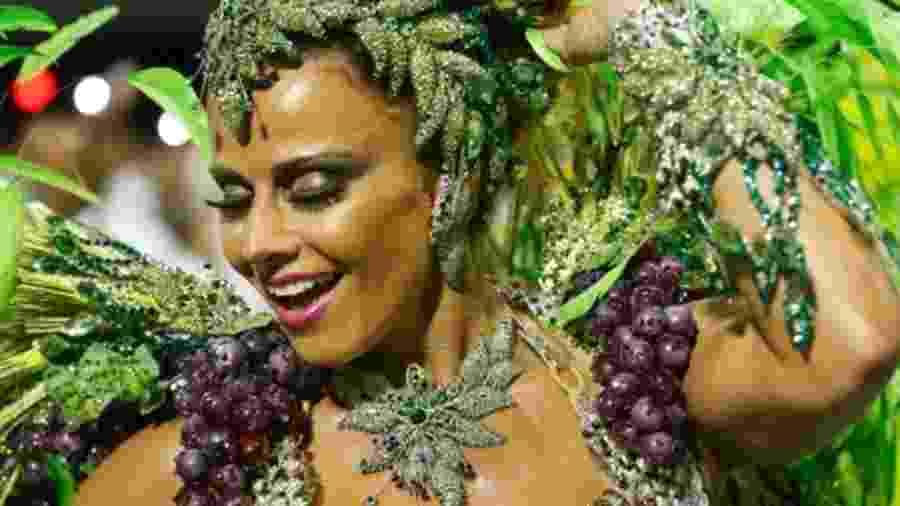 Viviane Araújo durante desfile pela Mancha Verde em 2015 - Alexandre Schneider/UOL