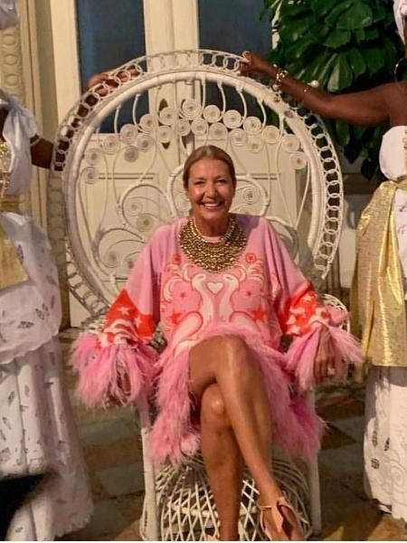 Donata Meirelles posa com modelos vestidas de mucamas em sua festa de aniversário nesta sexta-feira (8) - Reprodução/Instagram