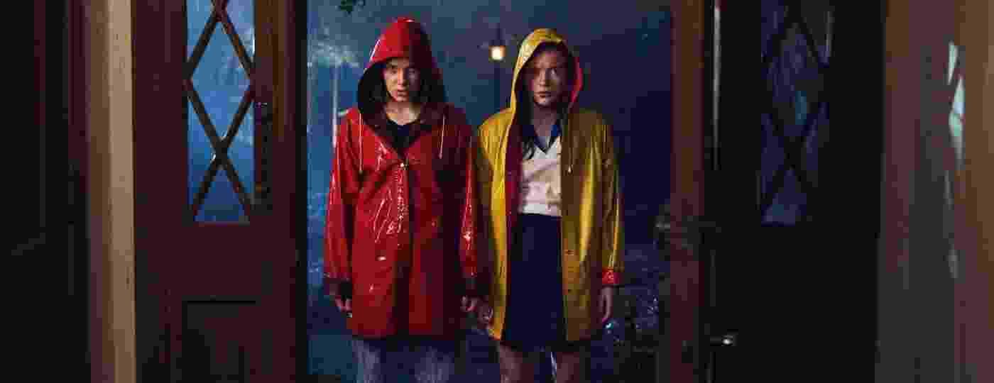 Eleven (Millie Bobby Brown) e Max (Sadie Sink) em foto da terceira temporada de Stranger Things - Divulgação