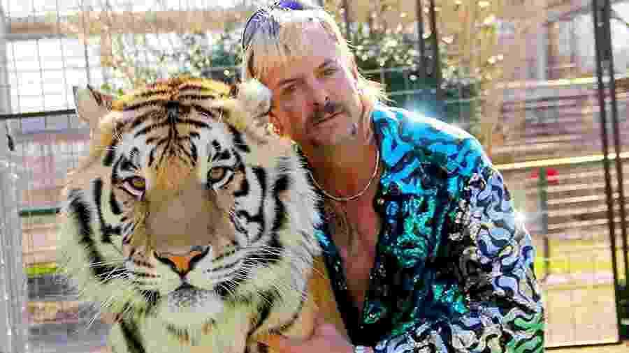 """Joe Exotic, astro de """"Tiger King"""", em cena do documentário da Netflix - Divulgação/IMDb"""