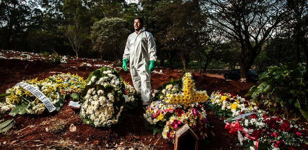 Sepultadores na pandemia | 'Todo sepultamento mexe com a gente, mas somos trabalhadores invisíveis', diz coveiro de SP