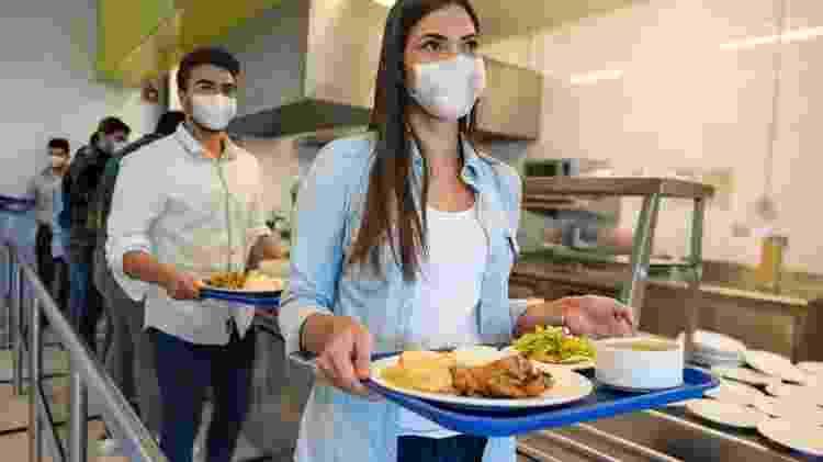 Distanciamento e maiores precauções com higiene estão na ordem do dia dos restaurantes - Getty Images - Getty Images