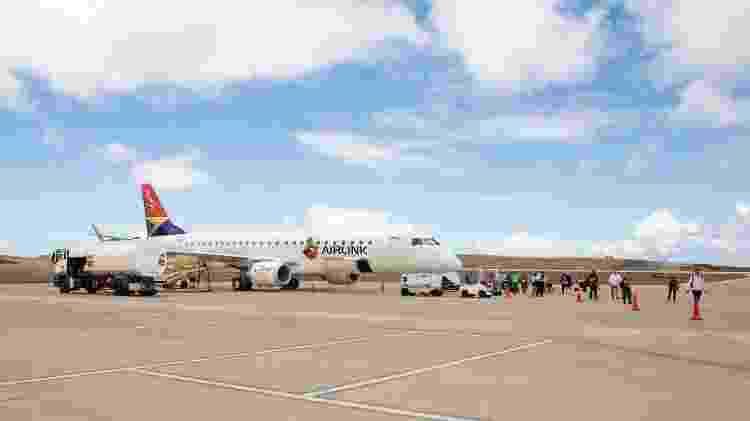 Aeroporto de Santa Helena, considerado um dos mais perigosos do mundo, por conta das mudanças bruscas dos ventos na ilha  - St Helena Tourism - St Helena Tourism