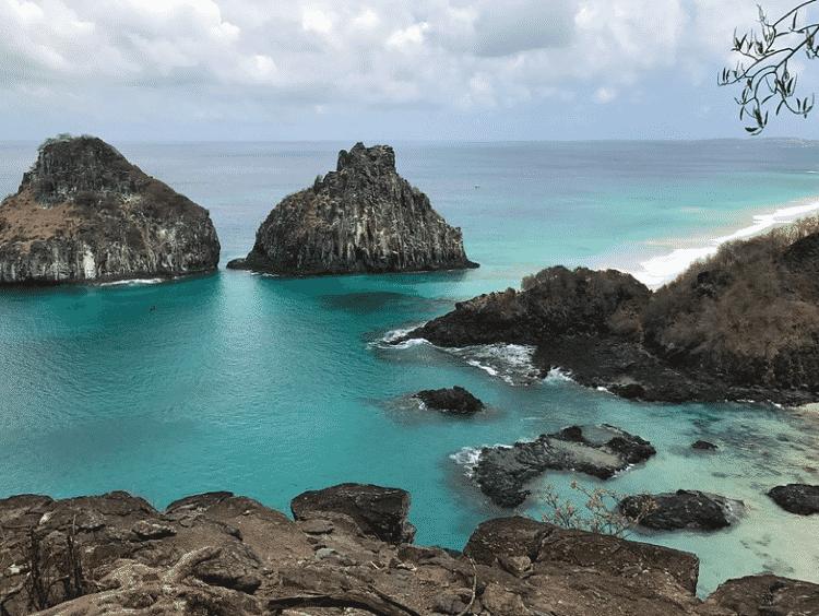 Parte emersa de um grande vulcão submarino, o arquipélago de Fernando de Noronha é habitat de 250 espécies conhecidas de peixes. - Tiago Scharfy/CC BY 2.0 - Tiago Scharfy/CC BY 2.0