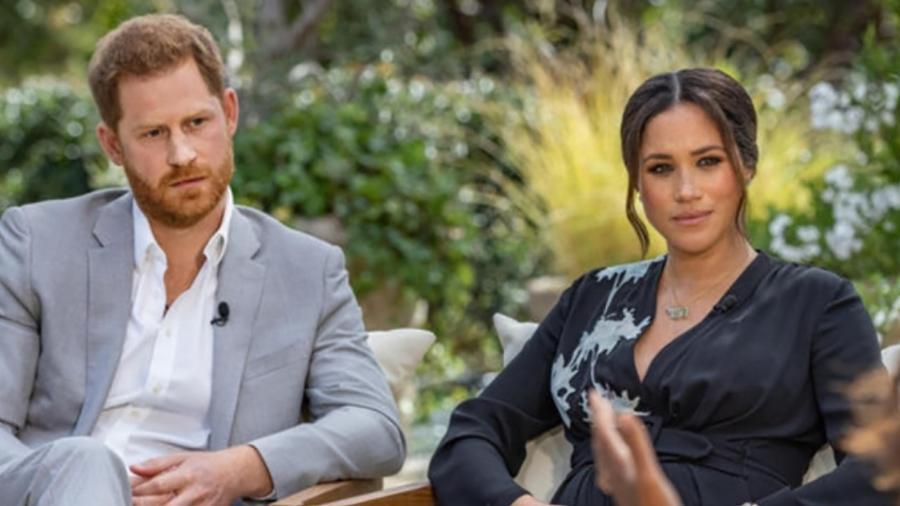 Assessores da Rainha querem que Harry e Meghan desistam de títulos reais - Imagem: Reprodução/CBS