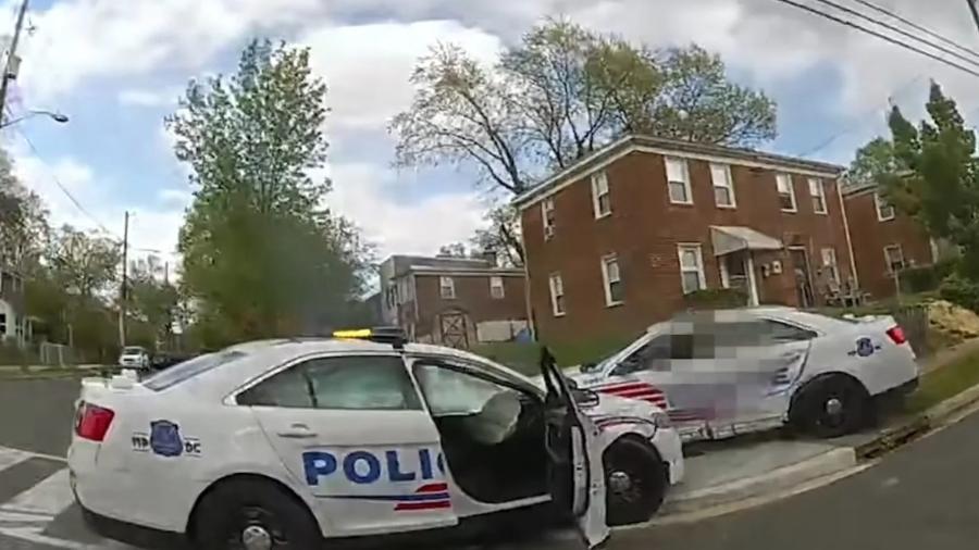 Policiais batem viaturas nos EUA - Reprodução
