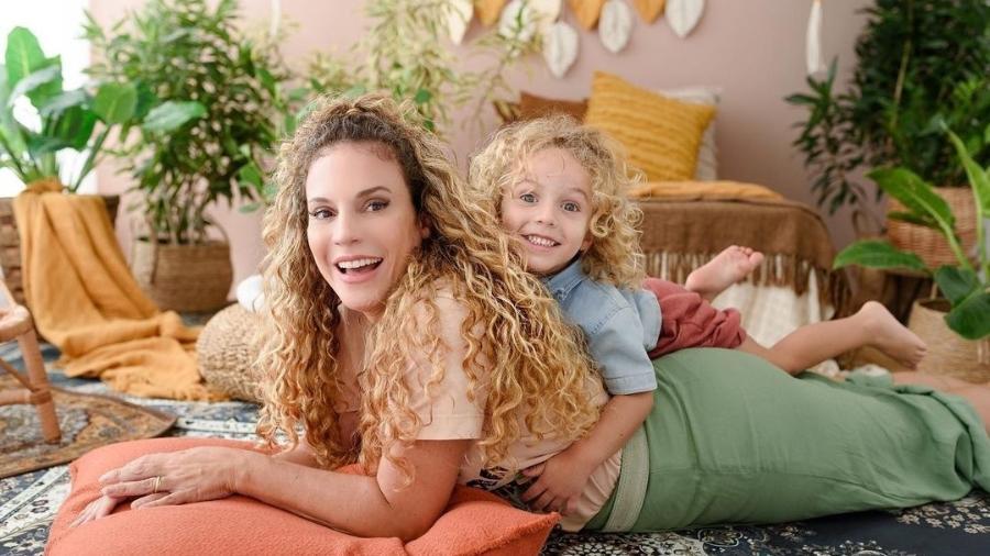 Maíra Charken com o filho, Gael. Ela não vê a hora de voltar a atuar. - Reprodução/Instagram