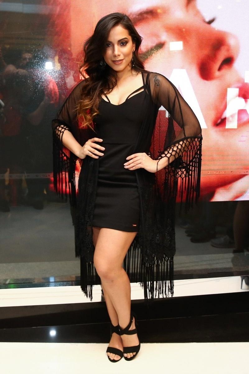 22.set.2015 - A cantora Anitta em inauguração de uma loja de roupas em Higienópolis, zona oeste de São Paulo