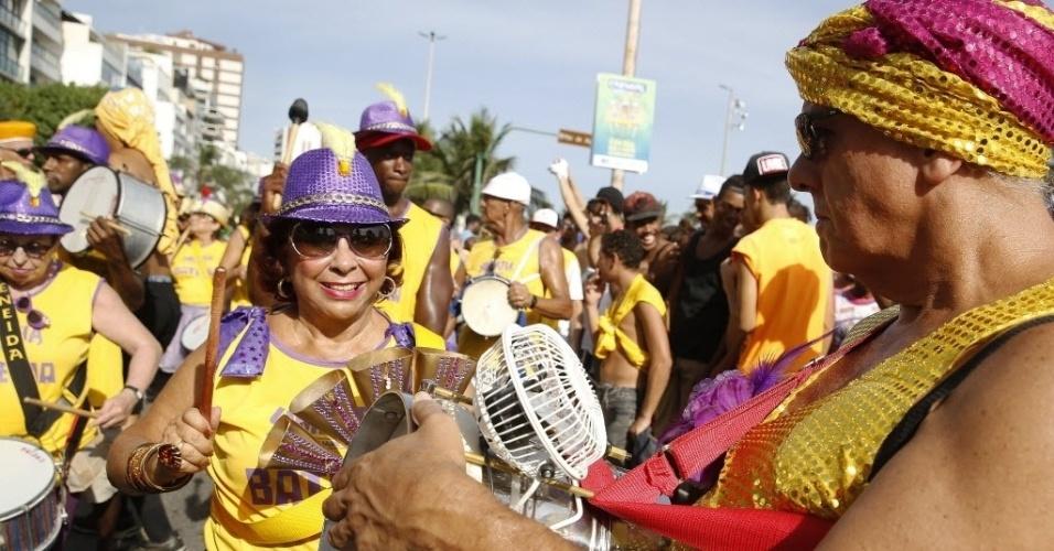 30.jan.2016 - Bateria do bloco marcou o ritmo do desfile na zona sul carioca