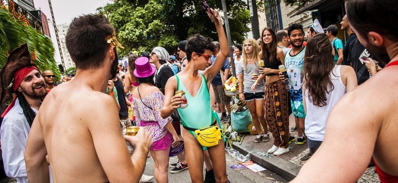 Foliões curtem o bloco Tarado Ni Você no centro de São Paulo no Carnaval de 2016, que teve o apoio da cerveja Amstel - Bruno Santos/ UOL