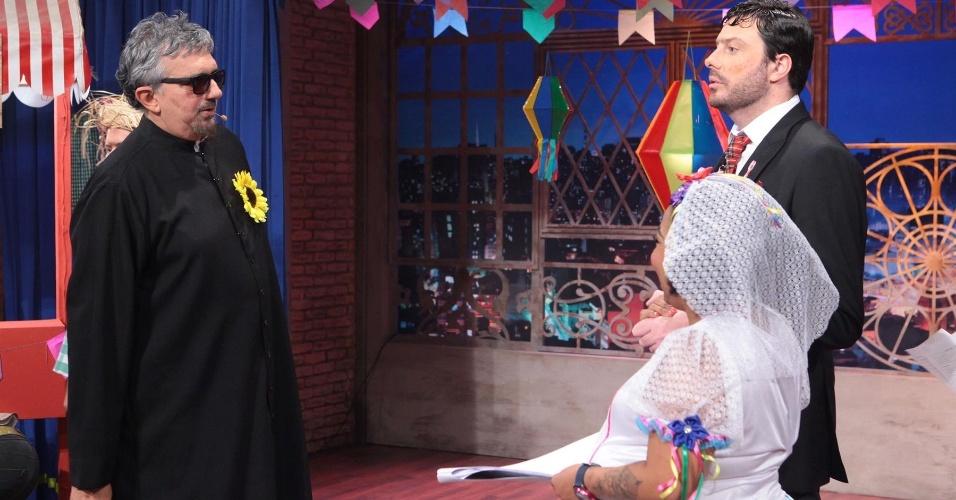 Danilo Gentili entra no clima de festa junina e transforma seu talk show, no SBT, em arraiá no programa que vai ao ar nesta quinta-feira (23)