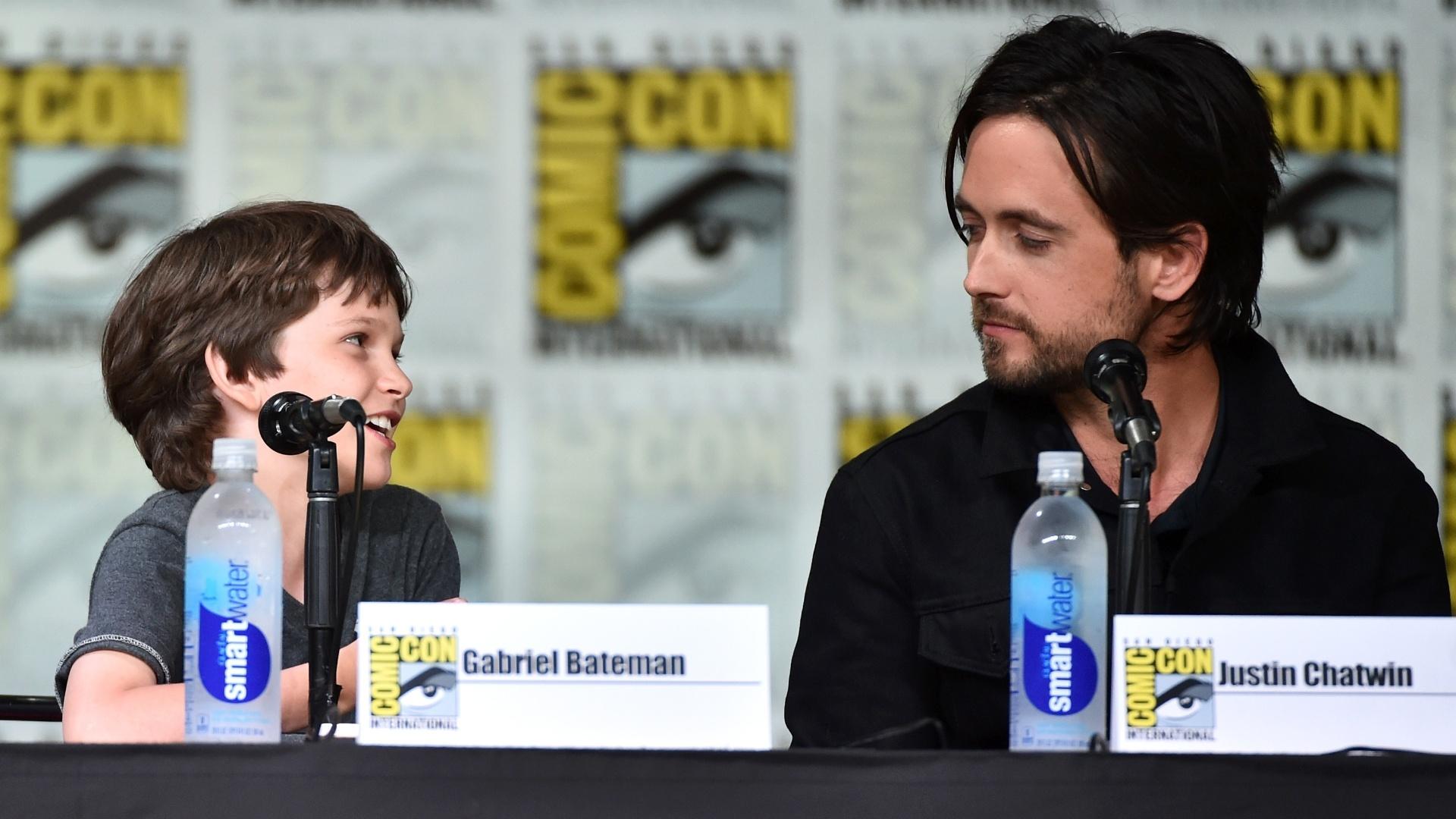 21.jul.2016 - Os atores Gabriel Bateman (esquerda) e Justin Chatwin durante painel das séries