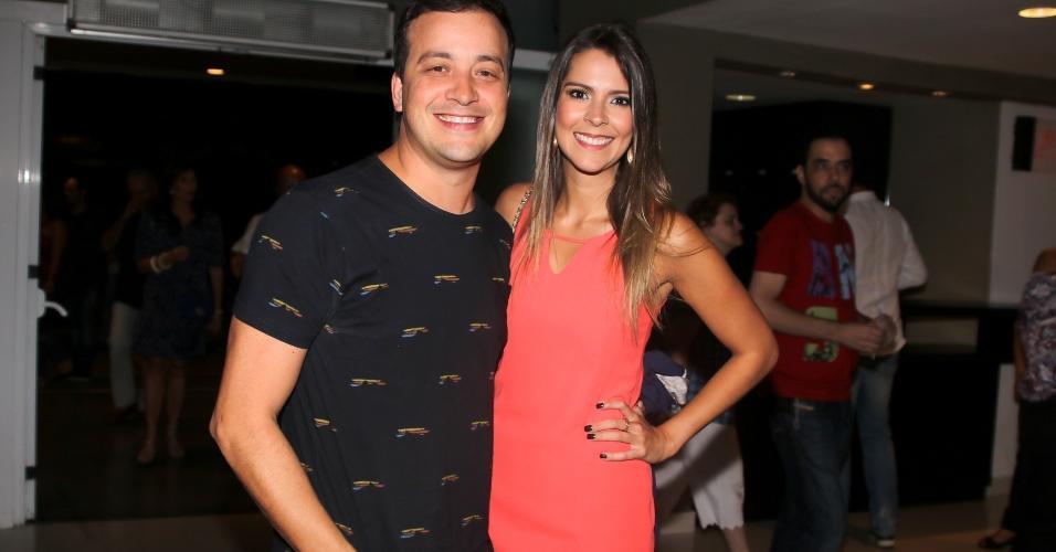 15.fev.2017 - Rafael Cortez com a namorada Andressa, prestigiaram o Show de Verão da Mangueira, em São Paulo