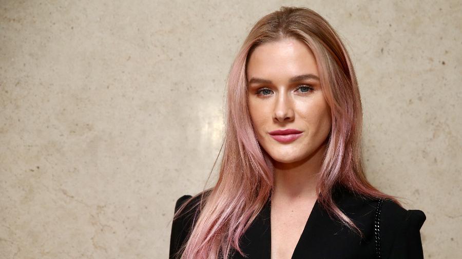 Fiorella Mattheis mudou radicalmente o visual e apareceu com os cabelos rosa durante um evento em SP - Manuela Scarpa/Brazil News