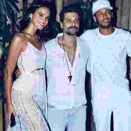 Bruno Gagliasso posa ao lado de Bruna Marquezine e Neymar - Reprodução/Instagram