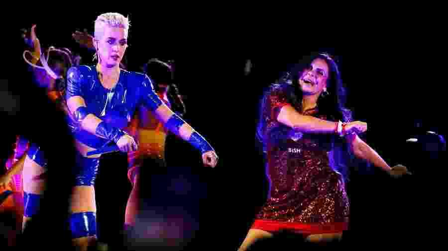 """Katy Perry convidou a cantora Gretchen para dançar com ela no palco no show da turnê """"Witness: The Tour"""", no estádio Allianz Parque, em São Paulo - Mariana Pekin/UOL"""