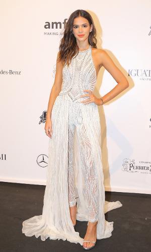 Bruna Marquezine poderosa com seu modelito da grife italiana Versace
