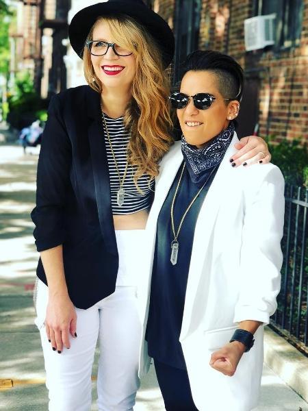 """As atrizes Emily Tarver e Vicci Martinez, de """"Orange Is the New Black"""" - Reprodução/Instagram/viccimartinez"""