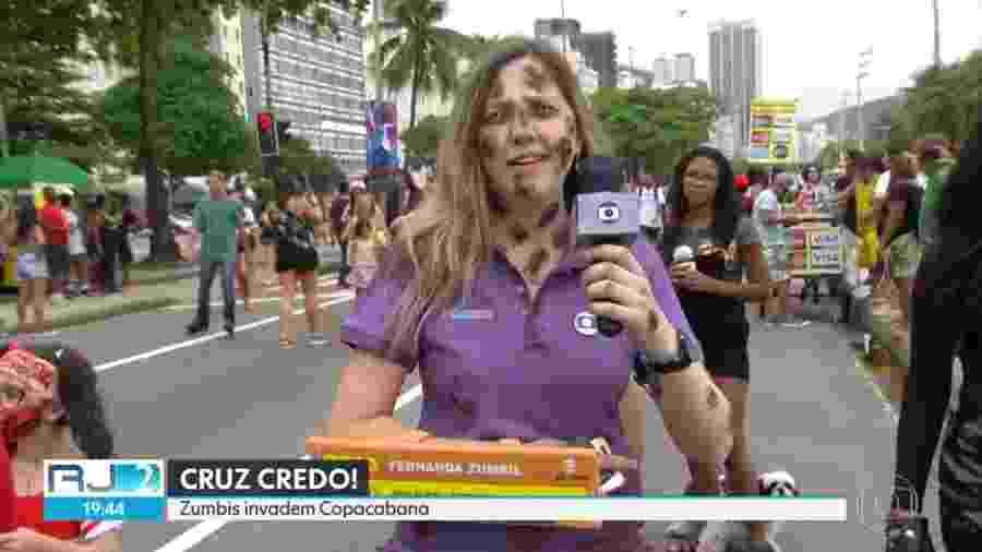 Mulher faz paródia da jornalista Fernanda Gentil em passeata no Rio de Janeiro - Reprodução/TV Globo