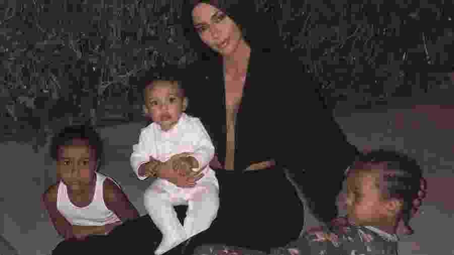 Kim Kardashian com os filhos, North, Chicago e Saint - Reprodução/Instagram