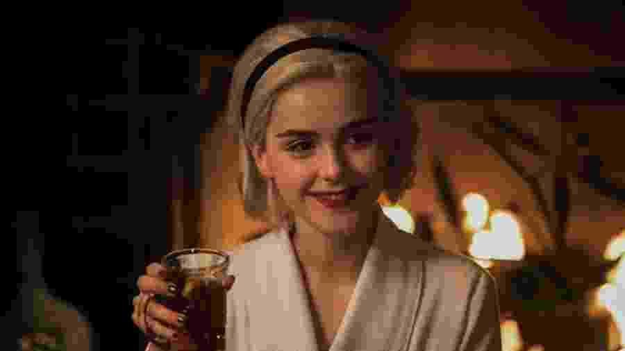 """Kiernan Shipka em cena de """"O Mundo Sombrio de Sabrina: Um Conto de Inverno"""" - Divulgação/Netflix"""