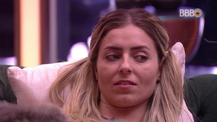 """Paula conversa na sala do """"BBB19"""" - Reprodução/GloboPlay"""