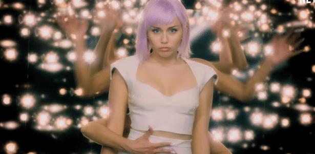 Assista ao trailer | Black Mirror retorna em junho com três histórias e Miley Cyrus