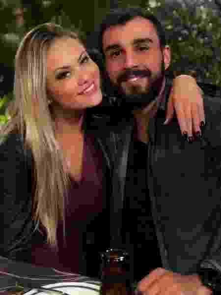 Ellen Roche e o noivo, o nutricionista Rogério Oliveira - Reprodução/Instagram