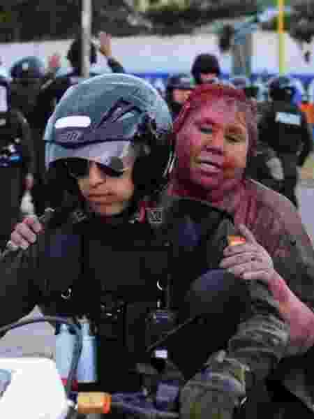Prefeita boliviana Patricia Arce teve cabelo cortado à força por manifestantes - Daniel James / LOS TIEMPOS BOLIVIA / via REUTERS