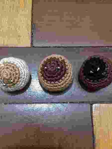 Imãs e chaveiros da Crochota podem ser personalizados e custam R$ 25 - Divulgação/Crochota