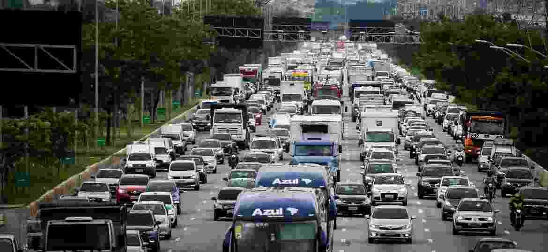 Projeto de lei que flexibiliza regras do Código de Trânsito Brasileiro recebeu alterações de comissão especial; texto deve ser votado na Câmara nos próximos dias - Aloisio Mauricio / Estadão Conteúdo