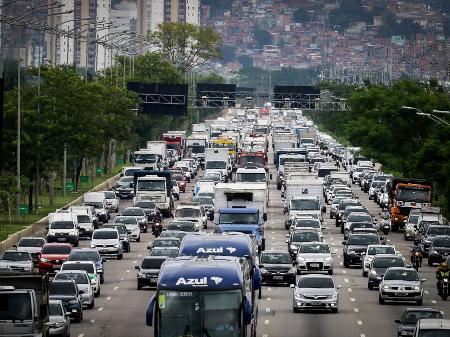 Estimativa de UOL Carros aponta que IPVA de Fiat Argo e Chevrolet Onix deve subir quase 30% em 2022 no Estado paulista, dependendo do ano e da versão - Aloisio Mauricio/Estadão Conteúdo