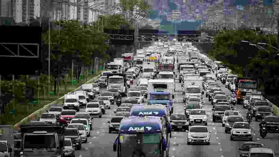 Trânsito na Marginal Pinheiros, em São Paulo - Aloisio Mauricio / Estadão Conteúdo