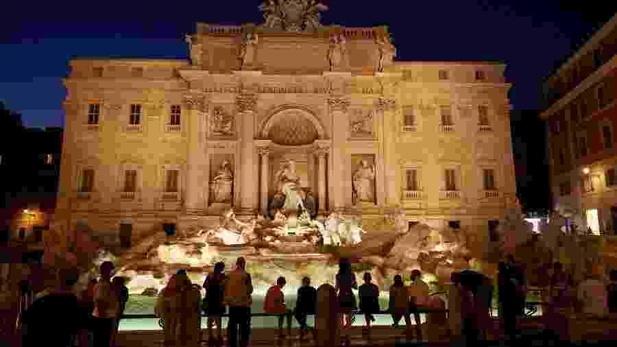 Apesar da reabertura gradual, Fontana di Trevi, em Roma, segue bem mais vazia que nos tempos pré-covid-19 - dpa/picture alliance via Getty Images