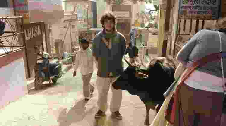 Felipe, namorado de Iasmin, na Índia com a calça - Arquivo Pessoal - Arquivo Pessoal