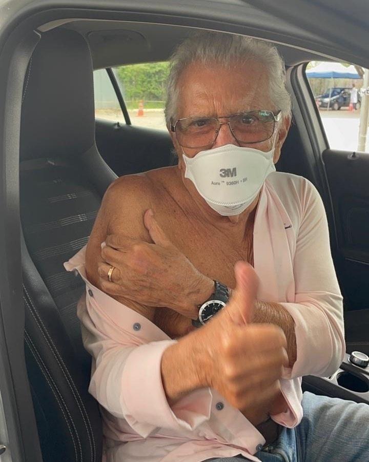 Carlos Alberto de Nóbrega é vacinado contra covid-19 - Reprodução/Instagram