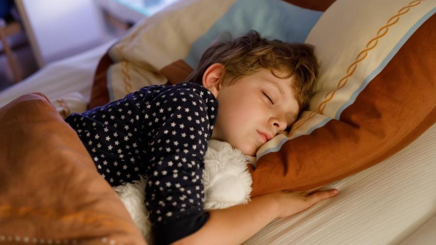 Mudança de hábitos noturnos, terapia comportamental e fisioterapia estão entre os tratamentos indicados para a micção noturna involuntária - iStock
