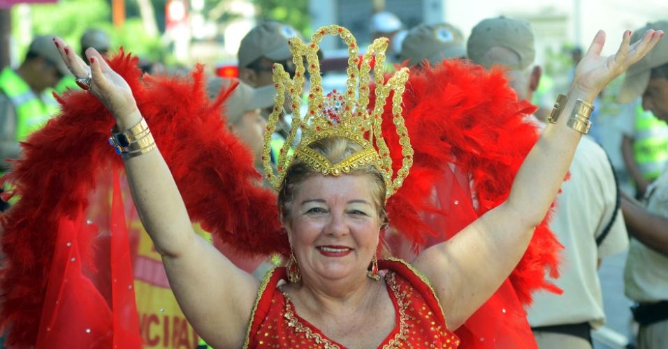 9.fev.2015 - Bloco tradicional do Carnaval carioca, o Carmelitas é conhecido pela diversidade e as fantasias criativas dos foliões