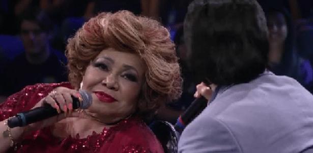 """Alcione tenta cantar """"Evidências"""", de Chitãozinho e Xororó, e faz sucesso na web - Reprodução/TV Globo"""