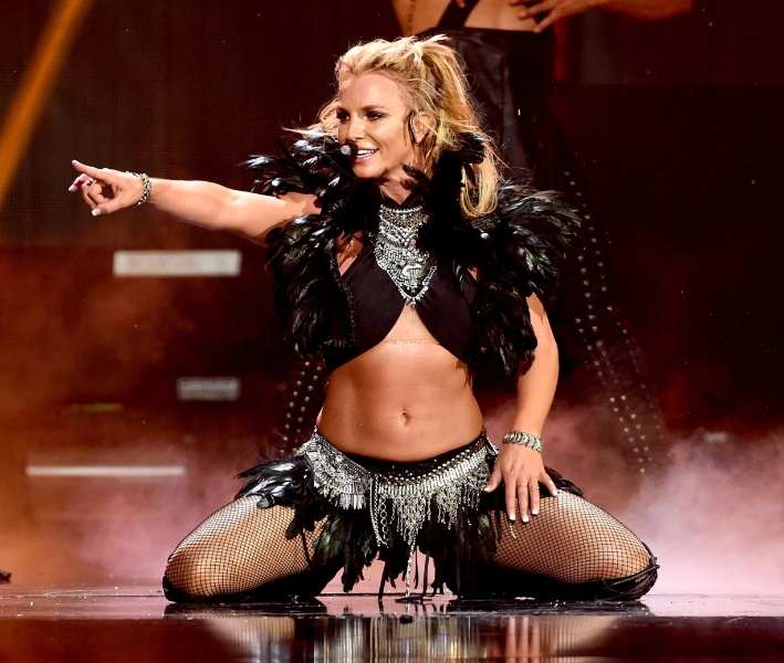 24.set.2016 - Britney Spears se apresenta no festival iHeartRadio Music, na T-Mobile Arena, em Las Vegas