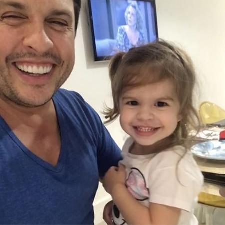 Ceará se diverte com a filha, Valentina, nas redes sociais - Reprodução/Instagram