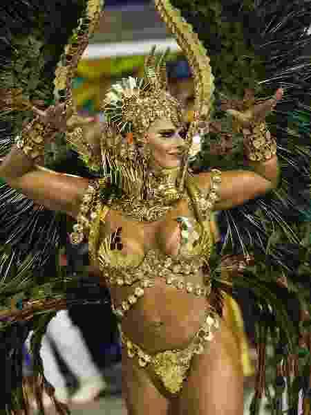 Viviane Araújo, rainha de bateria do Salgueiro, é uma das musas que voltam a desfilar no sábado (17) no Rio de Janeiro. Sua escola ficou em terceiro lugar - Bruna Prado/UOL