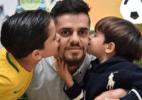 Filho de Fagner dá carrinho no irmão e diverte lateral: Tal pai, tal filho