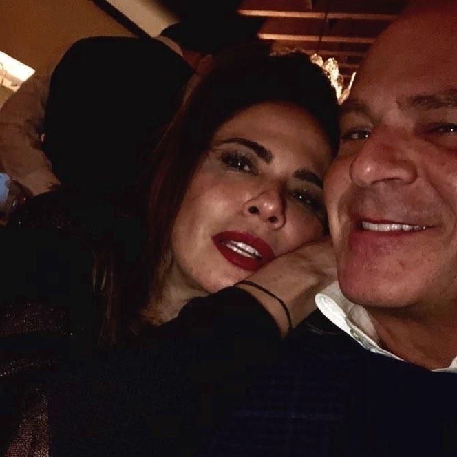 """No dia 10 de fevereiro, Luciana publicou uma foto com Marcelo de Carvalho em Colorado, Estados Unidos. """"El Gordon nas suas raras aparições"""", escreveu"""