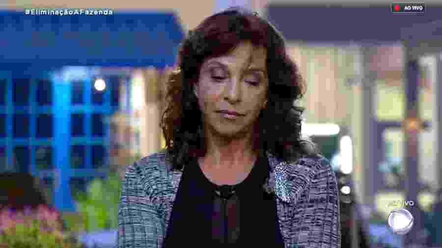"""Vida Vlatt ouve Marcos Mion anunciar o primeiro eliminado de """"A Fazenda 10"""" - Reprodução/RecordTV"""