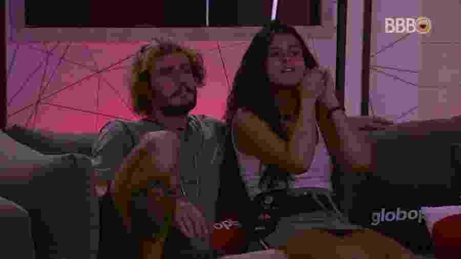 Alan e Hana curtem filme durante cinema do líder - Reprodução/GloboPlay