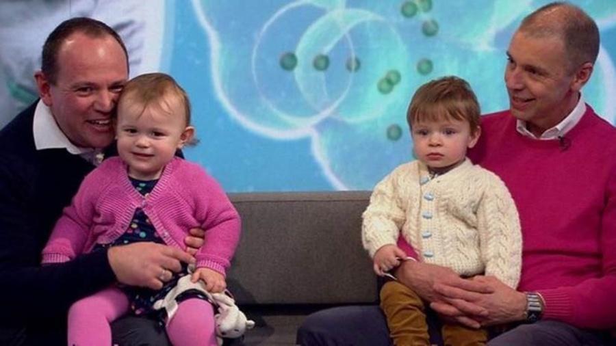Simon e Graeme Berney-Edwards com seus filhos Alexandra e Calder - BBC