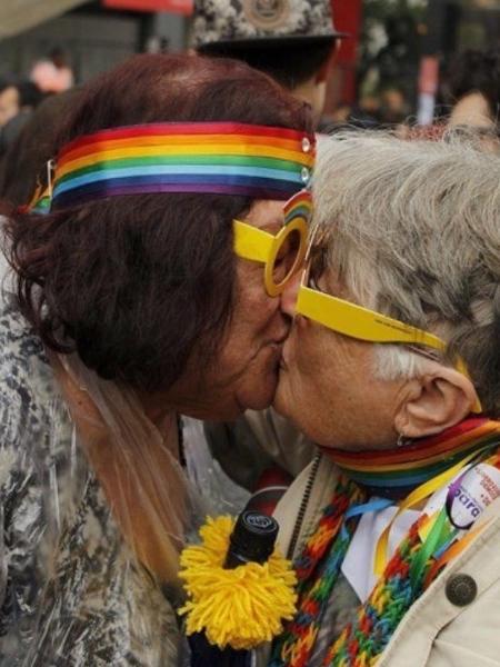 Angela e Willman, frequentadoras da ONG EternamenteSOU, na parada LGBT de São Paulo  - Divulgação
